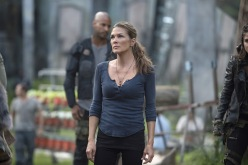 """The 100 -- """"Wanheda: Part One"""" -- Image HU301D_0068 -- Pictured: Paige Turco as Abby -- Credit: Cate Cameron/The CW -- © 2015 The CW Network, LLC. All Rights Reserved"""